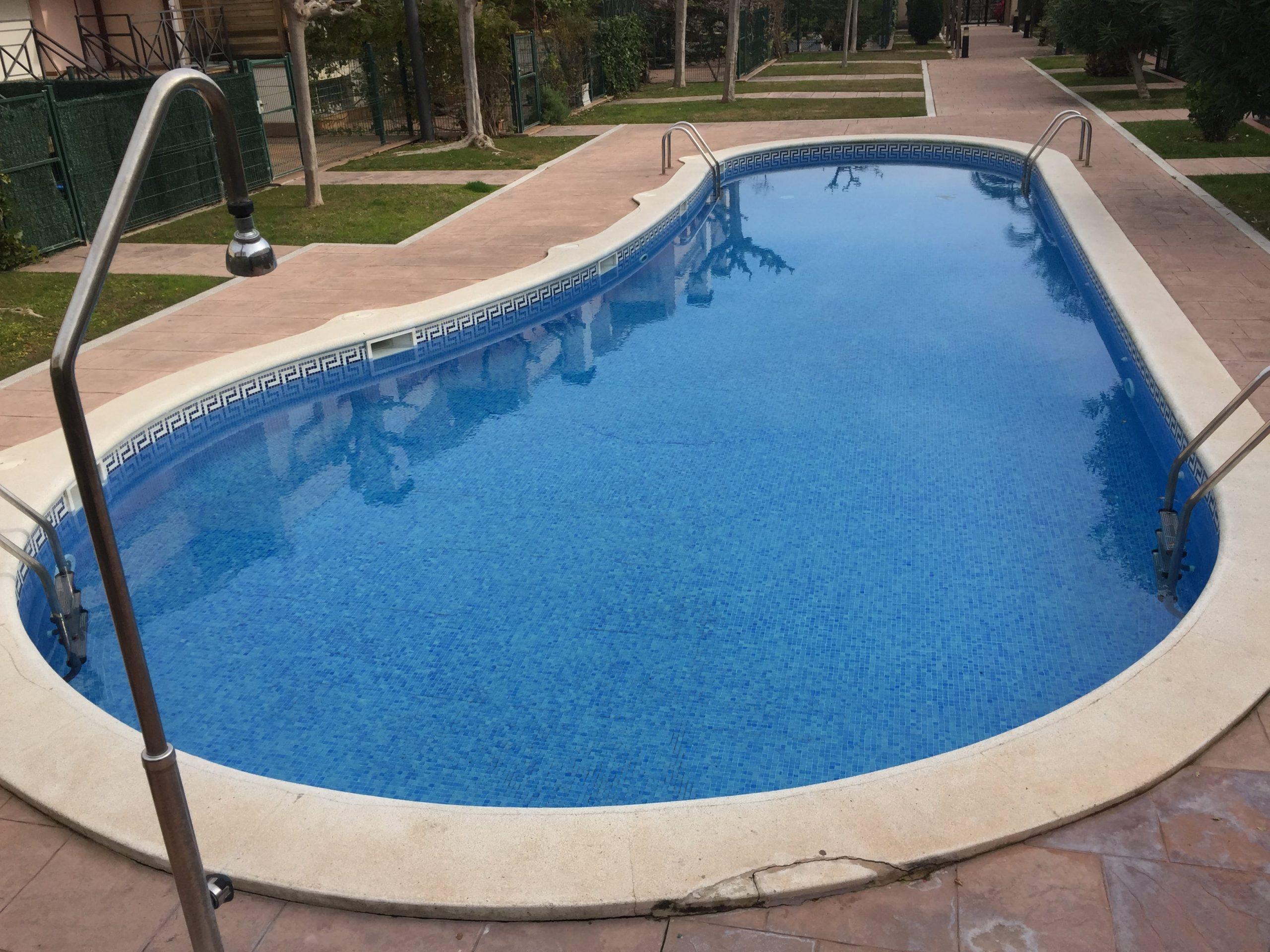 Casa pareada en urbanización privada con piscina en Calafell, Tarragona