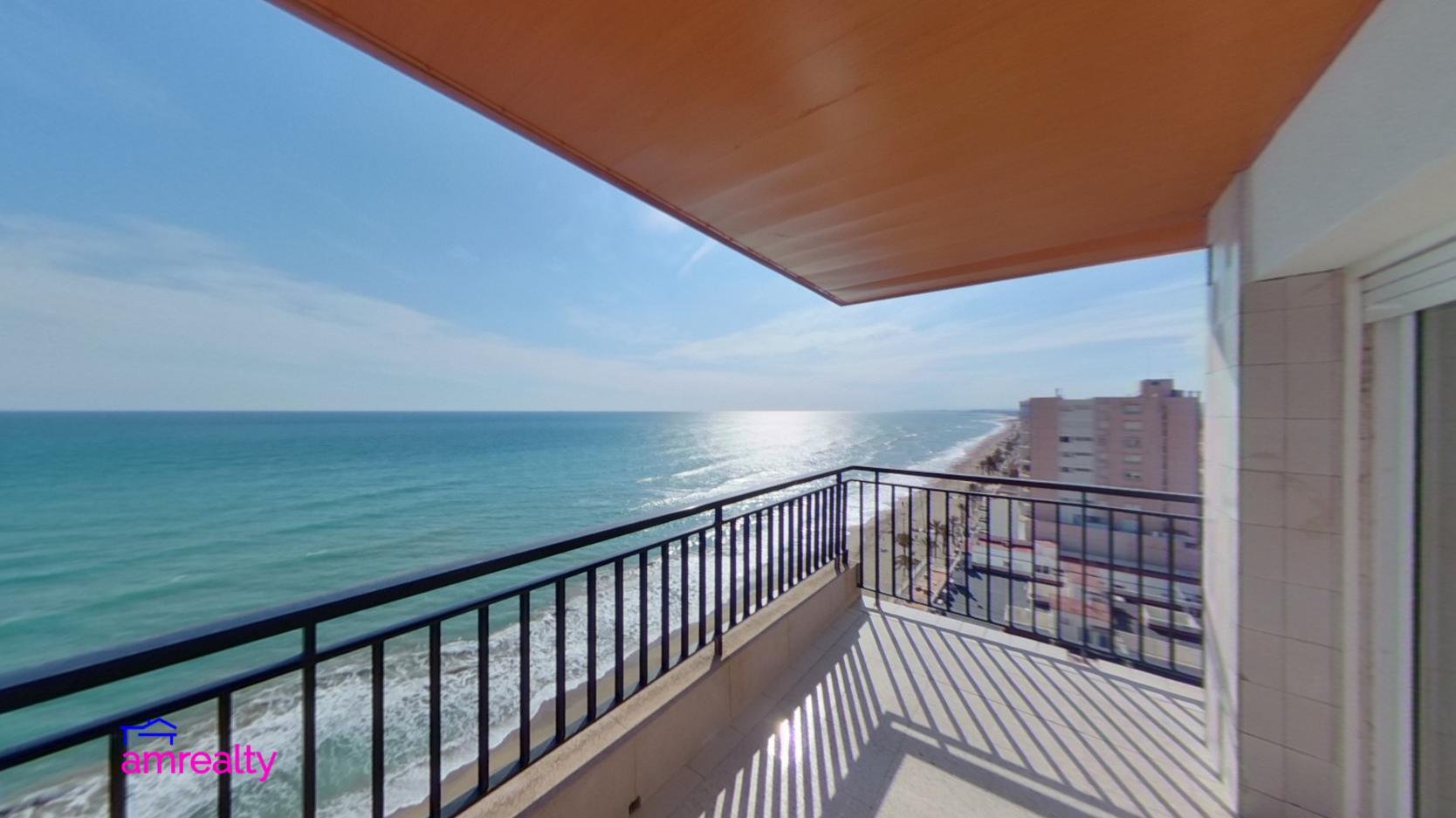 Magnífico piso planta catorce frente al mar y la playa, en la Torre Calafell